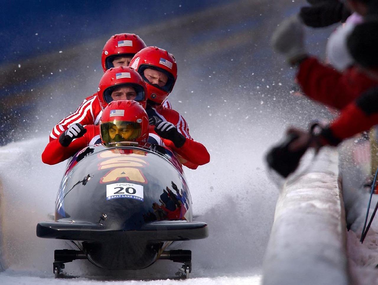 Olympische Bobschlitten erreichen besonders hohe Geschwindigkeiten